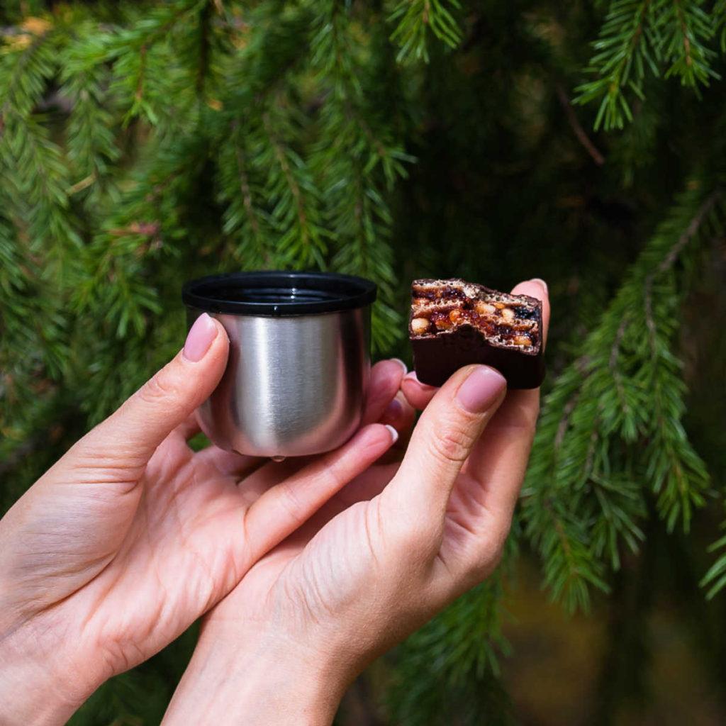 Конфета Сила Шамана кедровый орех и брусника с чаем Слаткарница Абакан